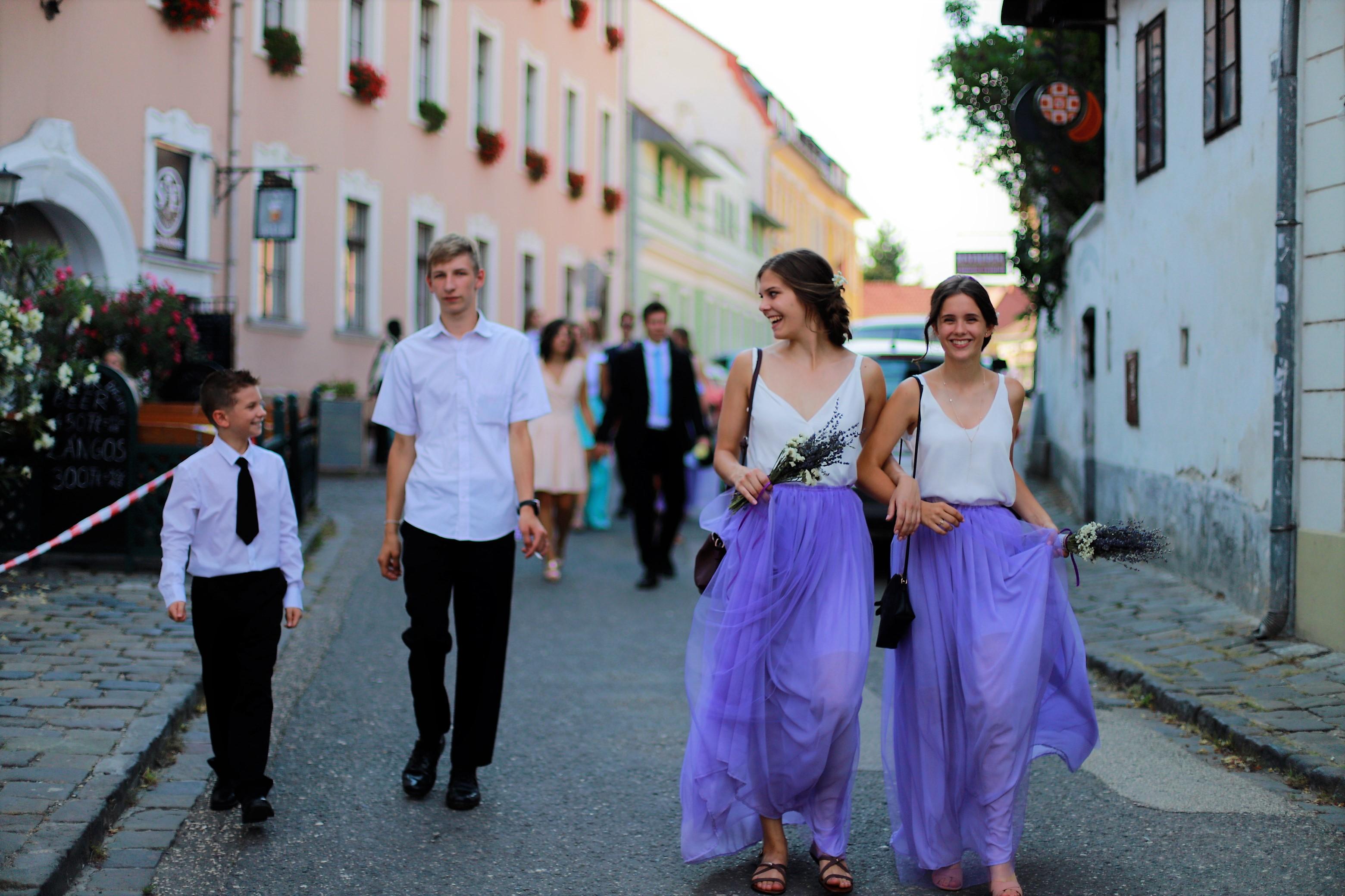 bridesmaids laughing, candid photos of wedding