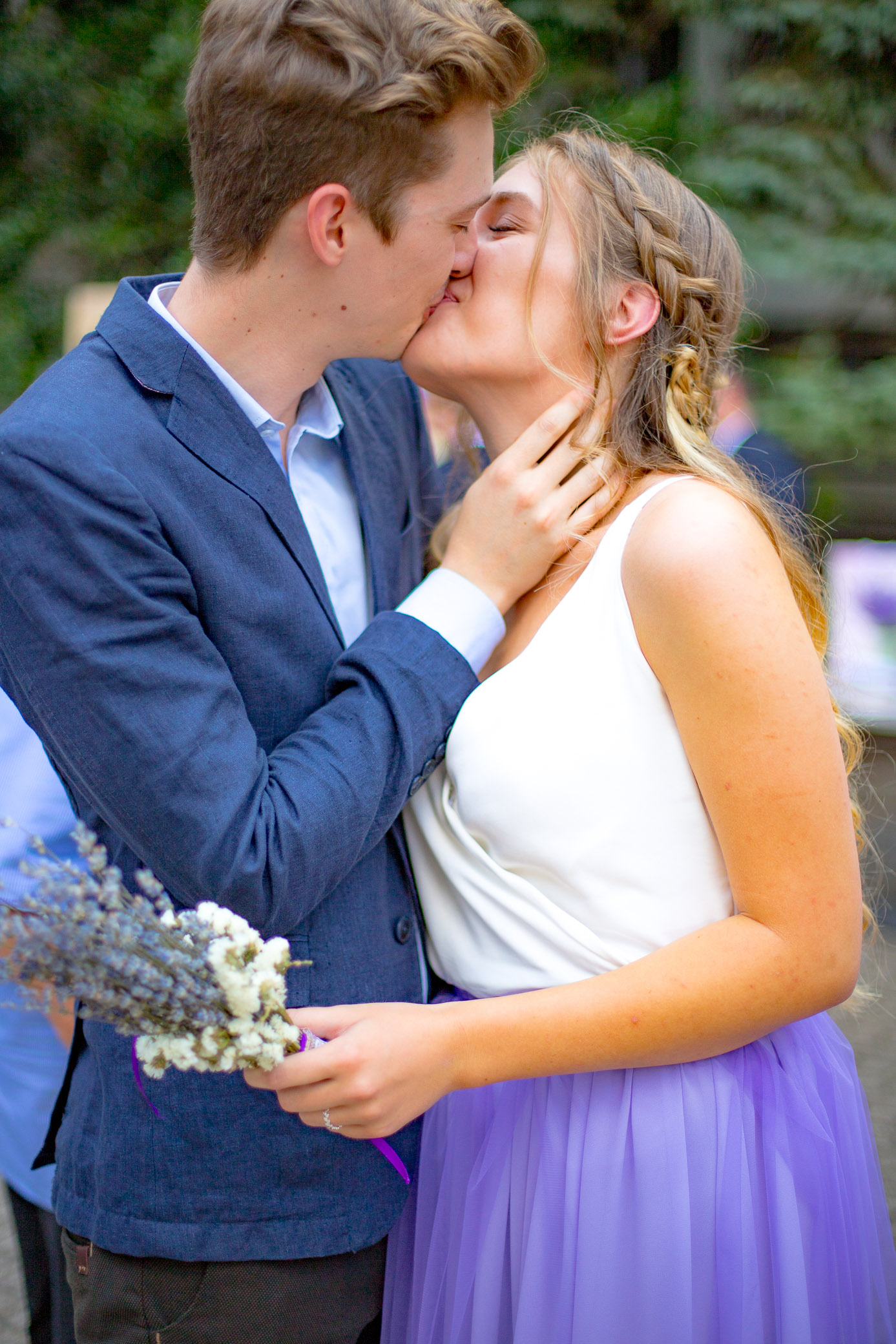 bridesmaids and best man kissing