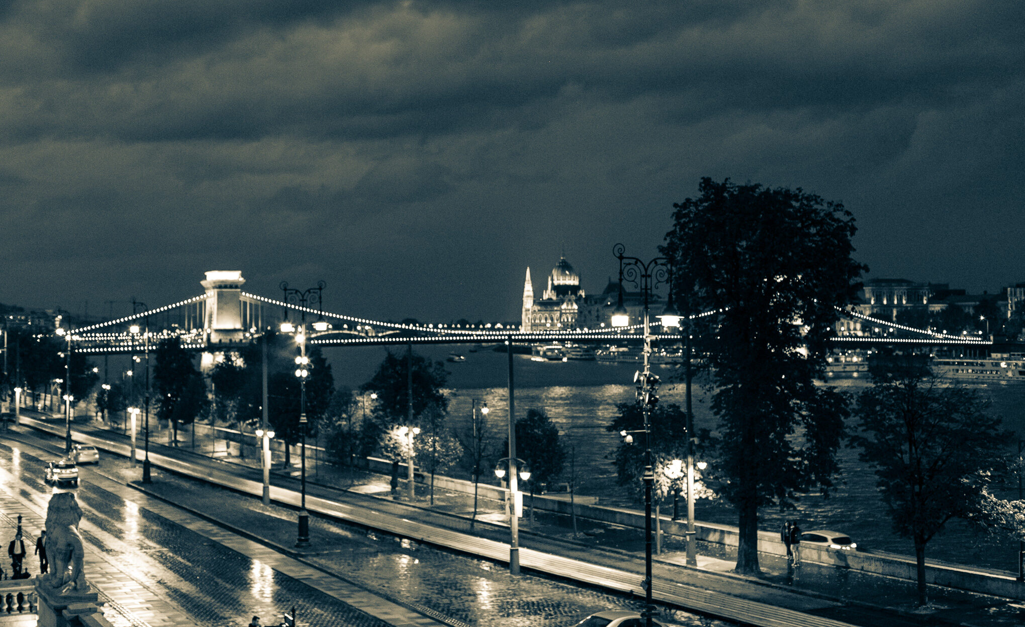 evening lights budapest